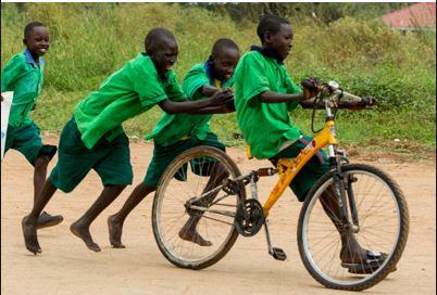Vélo au champ - Source : afrique-a-velo.jeremiebt.com