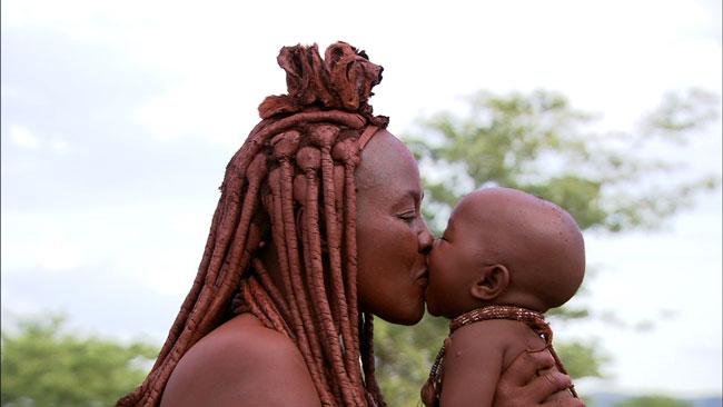 Maman africaine et bébé - Crédit photo : https://manounoudamour.e-monsite.com