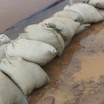 Sacs remplis de sable pour absorber l'eau de pluie - Photo libre : Fesikreporter via pixabay.com