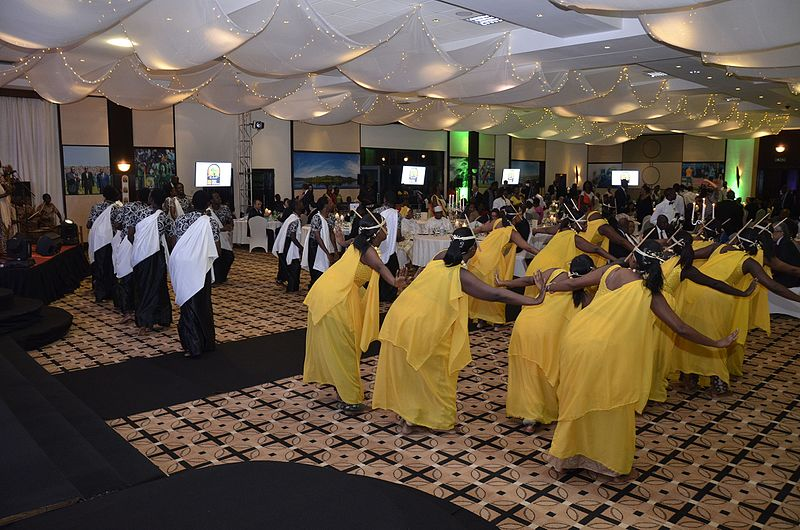 Danseuses rwandaises - Image libre de droits Wikimedia Commons