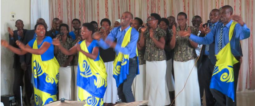 Des Rwandais dansant en mushanana - Photo : Roger Mawulolo