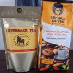 """Paquets de thé et café de marque basée sur """"gorille"""" - Photo : Roger Mawulolo"""