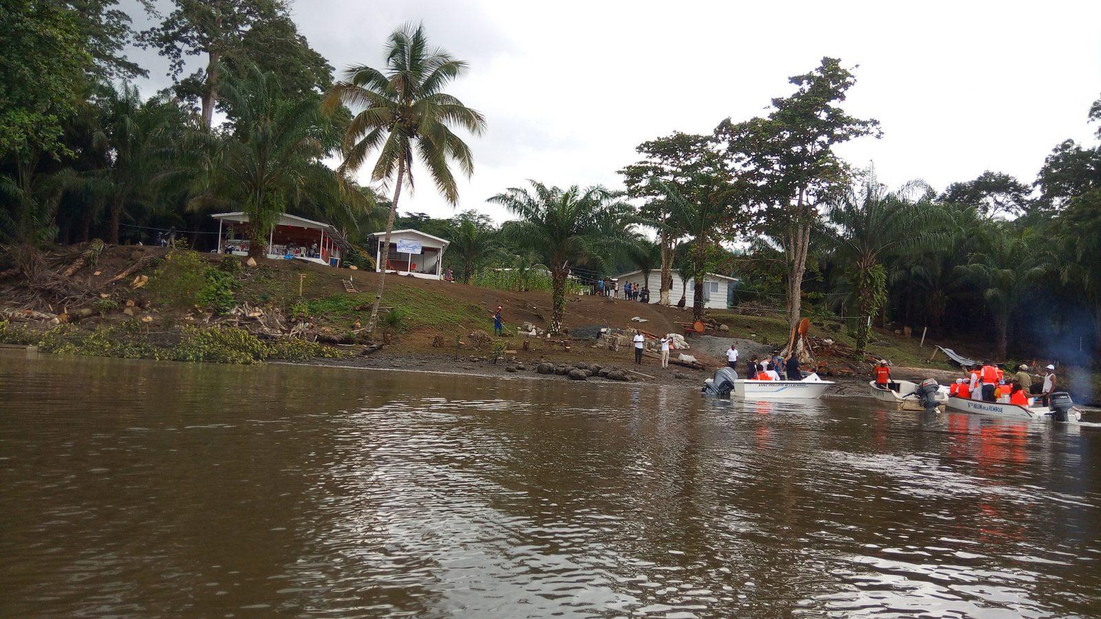 Vue de Labatte depuis le fleuve - Photo : Roger Mawulolo