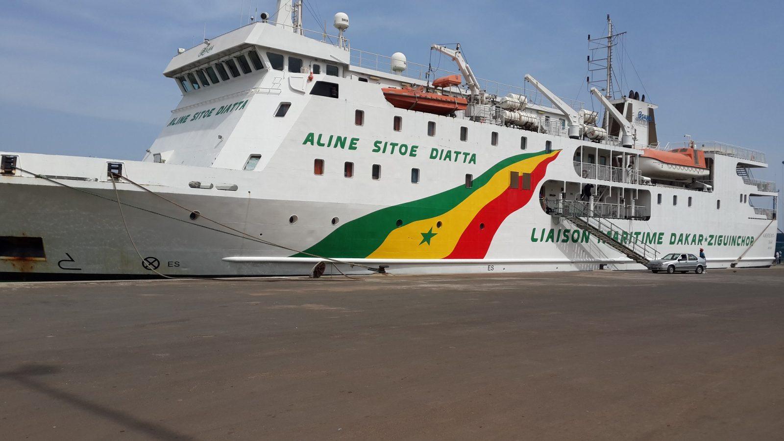 Le bateau Aline Sitoé Diatta reliant Dakar à Ziguinchor - Photo : Comlanvi Mawulolo