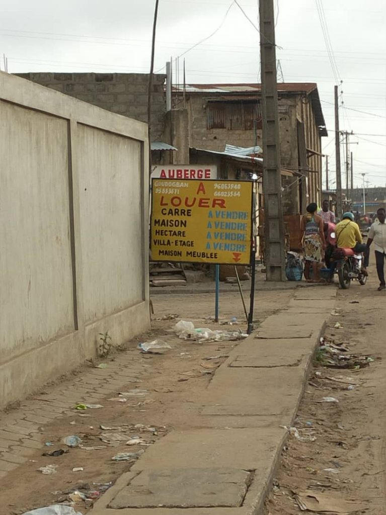 Cotonou : vente de carré - Photo : Roger Mawulolo