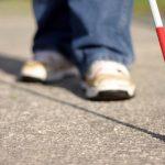 Un malvoyant utilisant la canne blanche - Getty Images/RonBailey