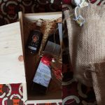 "Un box ""So ahoé"" ouvert et des paquets de thés à infuser ""Ginger & Spices"" - Photos : Roger Mawulolo"