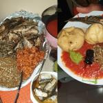 Konm 3 pièces (Pâte de maïs et assortiments) - Photos et montage : Roger Mawulolo)