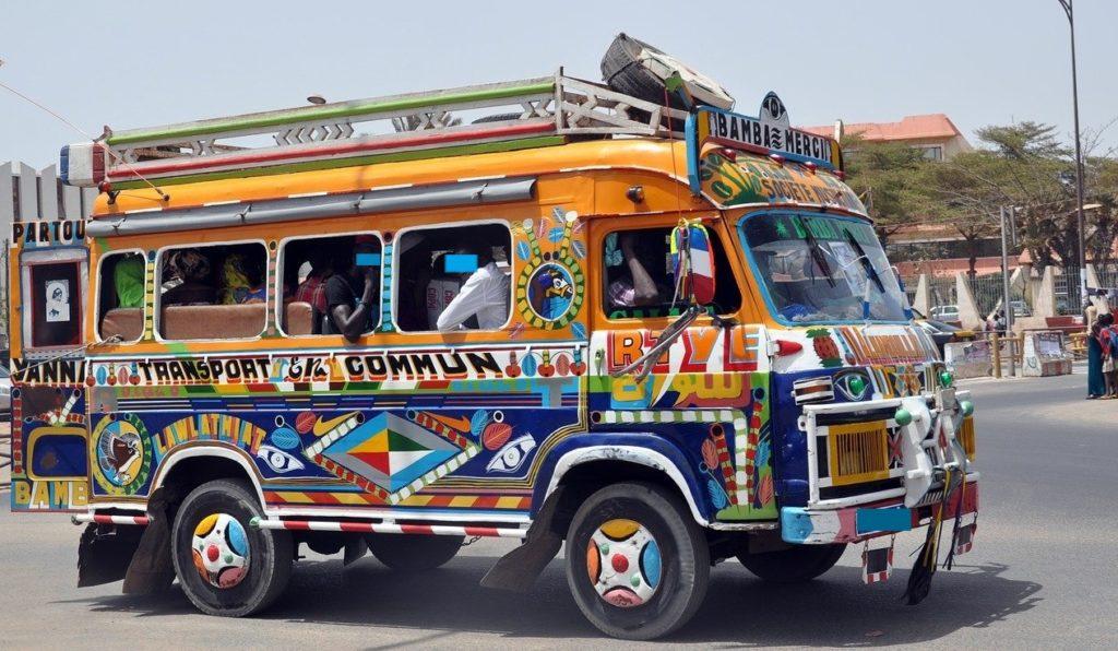 Car rapide à Dakar - Crédit image : Image libre sur pixabay
